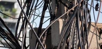 Elektrisch der Verwirrungsdraht in der Stadt Thailand Stockfotos