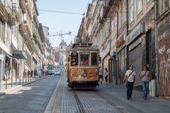 Elektrisch omhoog de straat 31 Januari, Porto royalty-vrije stock fotografie