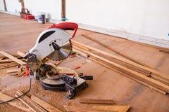 Elektrisch sah mit Kreisblatt für Holz lizenzfreie stockfotos