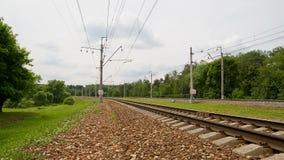 Elektrisch-spoorwegsporen in een landelijke scène Stock Foto's