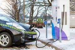 Elektrisch-taxi het laden batterij stock fotografie