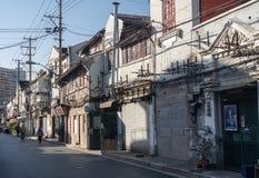 Elektrisch und Telefon verkabelnd auf Pfosten in Shanghai China stockfotos