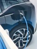 Elektrisch voertuig die worden gestopt in Stock Fotografie