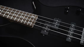 Elektrisch Zwart Bass Guitar stock video