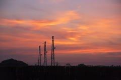 Elektrische Übertragungs-Kontrolltürme Stockfoto
