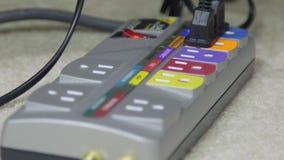 Elektrische afzet en machtskabels stock footage