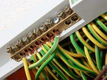 Elektrische Anschlüsse mit Seilzügen Stockfoto