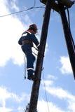 Elektrische Anstiege, zum der Stromleitungen zu unterstützen stockbilder