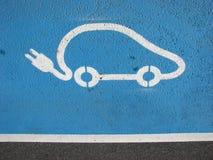 Elektrische auto die punt aanvulling Stock Fotografie