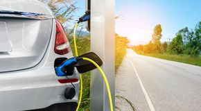 Elektrische autoduurzame energie de toekomst stock fotografie