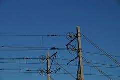 Elektrische Bahnkettenzuglinien - Eisenbahn Stockfoto