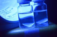Elektrische blaue Kontaktlinsen Stockfoto