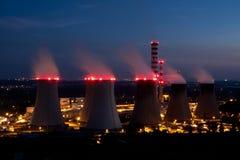 Elektrische centrale bij nacht Stock Foto