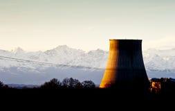 Elektrische centrale bij zonsondergang Royalty-vrije Stock Fotografie