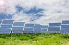Elektrische centrale die vernieuwbare zonne-energie gebruiken Royalty-vrije Stock Afbeeldingen