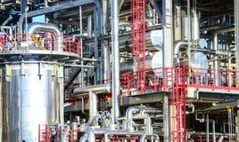 Elektrische centrale met diverse pijpen stock foto