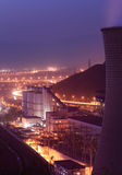Elektrische centrale in nacht Stock Afbeeldingen