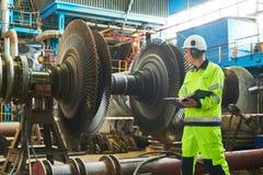 Elektrische centraleonderhoud Industialarbeider stock fotografie