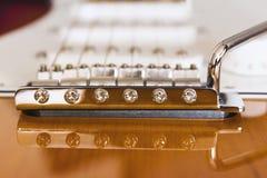Elektrische de brug en de bestelwagenclose-upmacro van de gitaarzonnestraal Stock Afbeelding