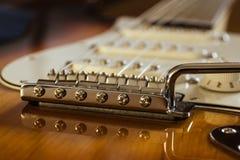 Elektrische dichte omhooggaand van de gitaarbrug Royalty-vrije Stock Fotografie