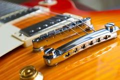 Elektrische dichte omhooggaand van de gitaarbrug stock foto