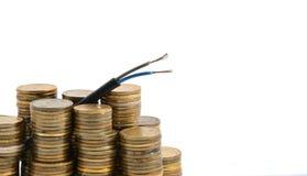Elektrische die kabel met muntstukken op wit worden geïsoleerd royalty-vrije stock afbeeldingen