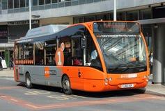 Elektrische Diesel Hybride Bus stock foto's