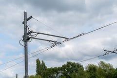 Elektrische Drähte auf einem Bock lizenzfreie stockfotografie