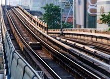 Elektrische Eisenbahn in der Bangkok-Stadttageszeit lizenzfreie stockfotos