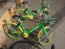Elektrische Fahrräder LimeBike stockfotos