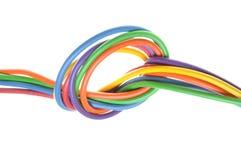 Elektrische farbige Drähte mit Knoten Stockbilder
