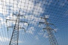 Elektrische Fernleitung und Netz Stockbild