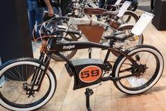Elektrische fiets bij EICMA 2013 in Milaan, Italië Stock Foto's