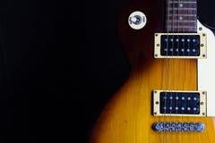 Elektrische gitaar op zwarte achtergrond Royalty-vrije Stock Afbeelding