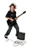Elektrische Gitarre, die Jugendkind spielt stockfoto