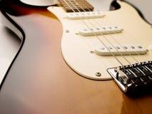 Elektrische het lichaams dichte omhooggaand van de gitaar brede hoek. stock afbeelding