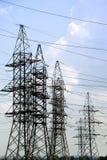 Elektrische Hochspannungszeilen Stockfotografie