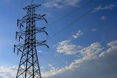 Elektrische hoogspanningspost met hemelachtergrond Stock Afbeelding