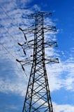 Elektrische hoogspanningspost met hemelachtergrond Stock Fotografie
