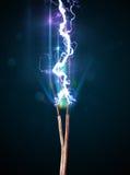 Elektrische kabel met gloeiende elektriciteitsbliksem Royalty-vrije Stock Afbeeldingen