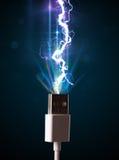Elektrische kabel met gloeiende elektriciteitsbliksem Royalty-vrije Stock Fotografie
