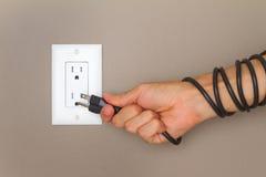 Elektrische kabel op de hand Stock Foto's