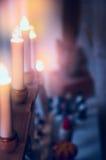 Elektrische Kerstmiskaarsen en decoratie over ruimteachtergrond Royalty-vrije Stock Foto's
