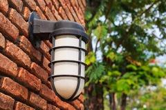 Elektrische lamp op muur Royalty-vrije Stock Foto's