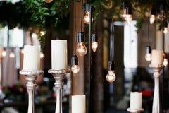 elektrische Lampe der Retro- Weinlese der Blumenanordnung Lizenzfreie Stockfotografie
