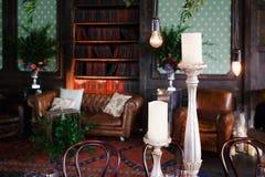 elektrische Lampe der Retro- Weinlese der Blumenanordnung Lizenzfreies Stockfoto