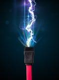Elektrische Leitung mit glühendem Stromblitz Stockbilder