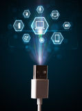 Elektrische Leitung mit Multimediaikonen Stockbild