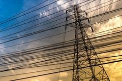 Elektrische Linie Überfahrt der hohen Leistung Lizenzfreies Stockbild