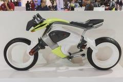 Elektrische motorfiets op vertoning bij EICMA 2014 in Milaan, Italië Stock Afbeeldingen